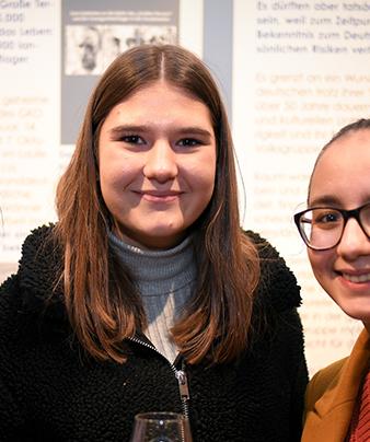 Mädchen in ihrer Einsatzstelle: Freiwillige im Freiwilligendienst RLP FSJ Politik